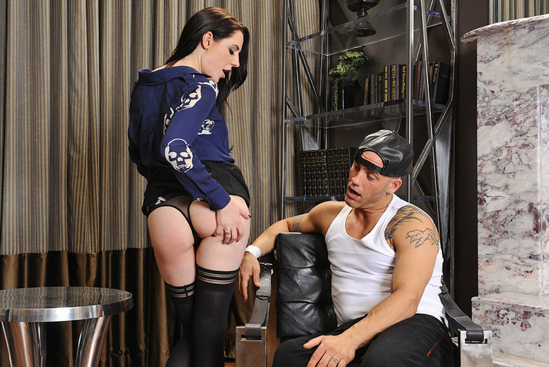 Samantha Bentley and Derrick Pierce in myfriendshotgirl