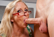 Annabelle Brady in myfriendshotmom - Sex Position 1