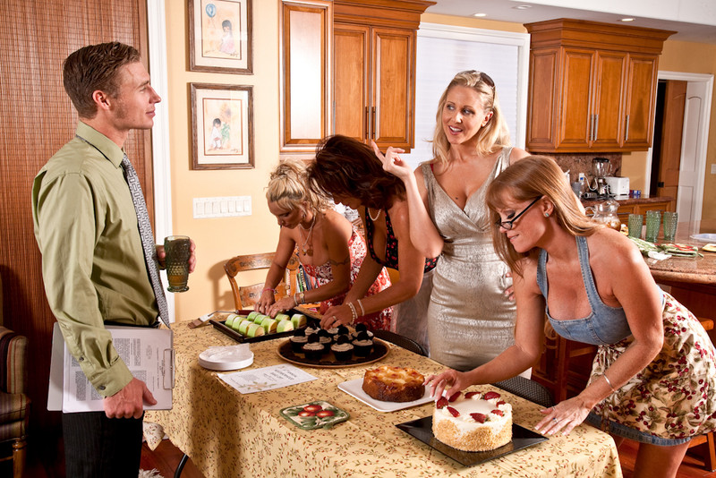 Darla Crane, Deauxma, Holly Halston and Julia Ann in myfriendshotmom
