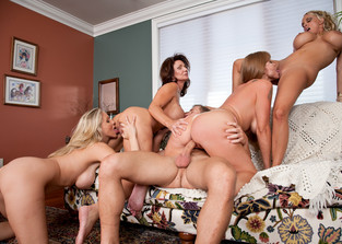 group-sex Darla Crane, Deauxma, Holly Halston and Julia Ann