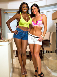 India Summer, Diamond Jackson and Bill Bailey in myfriendshotmom - Centerfold