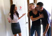 India Summer and Michael Vegas in myfriendshotmom - Sex Position 1
