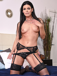 India Summer and Richie Black in myfriendshotmom - Centerfold