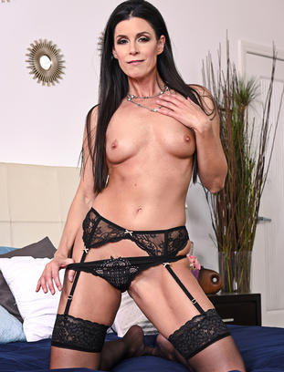 myfriendshotmom India Summer and Richie Black
