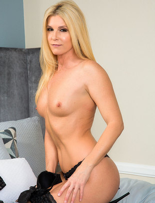 myfriendshotmom India Summer and Rion King