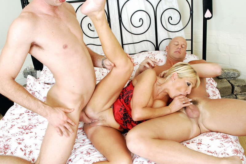 myfriendshotmom.com Jay Sweet, Christian and Jordan Ash