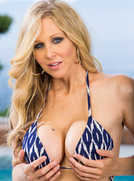 Julia Ann and Kris Slater in myfriendshotmom - Centerfold