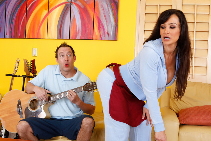 Lisa Ann in myfriendshotmom